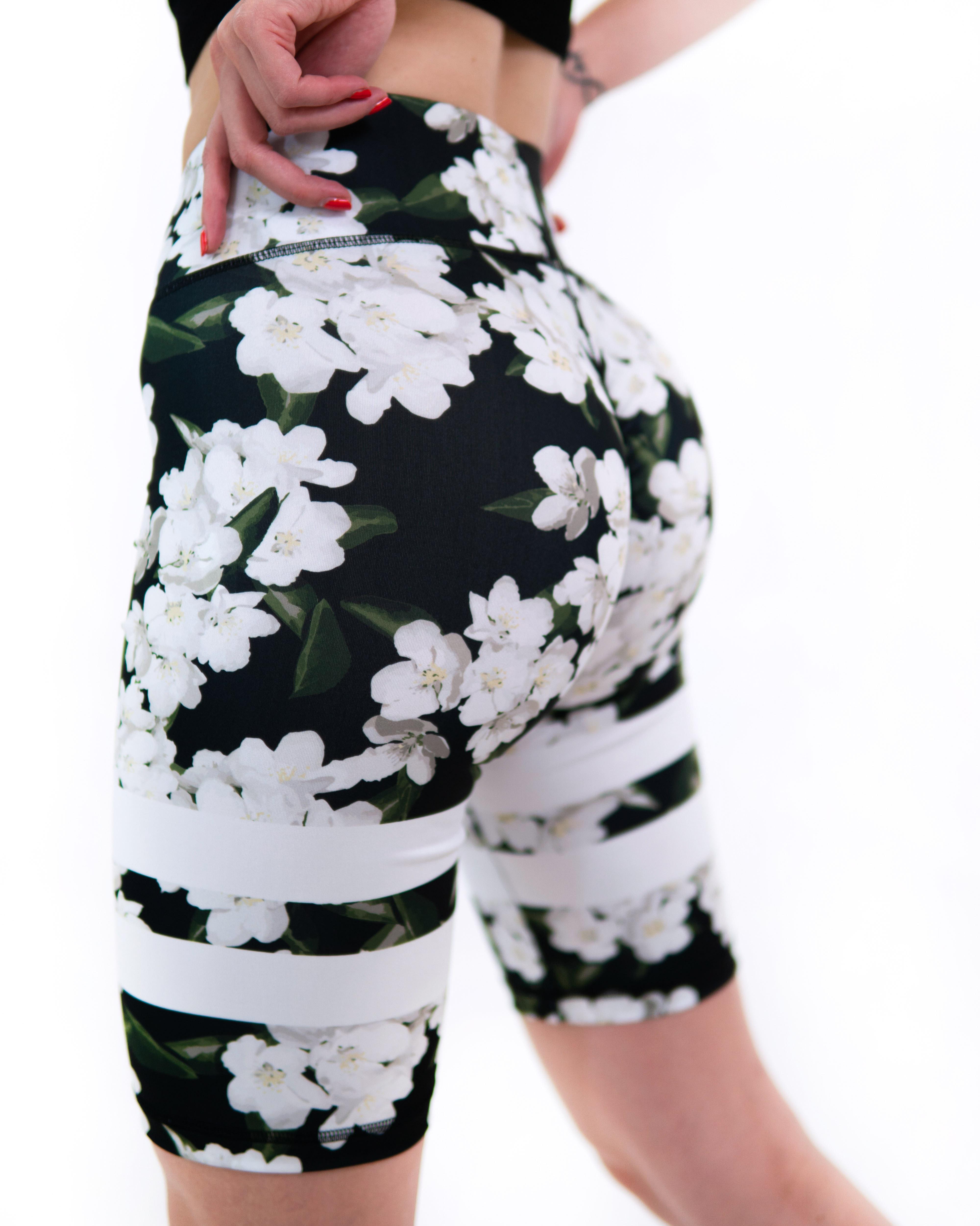Levně Šortky KFIT® Black Flowers